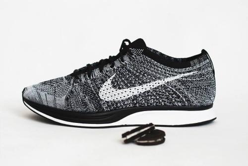 Nike Flyknit Racer Oreo Restock