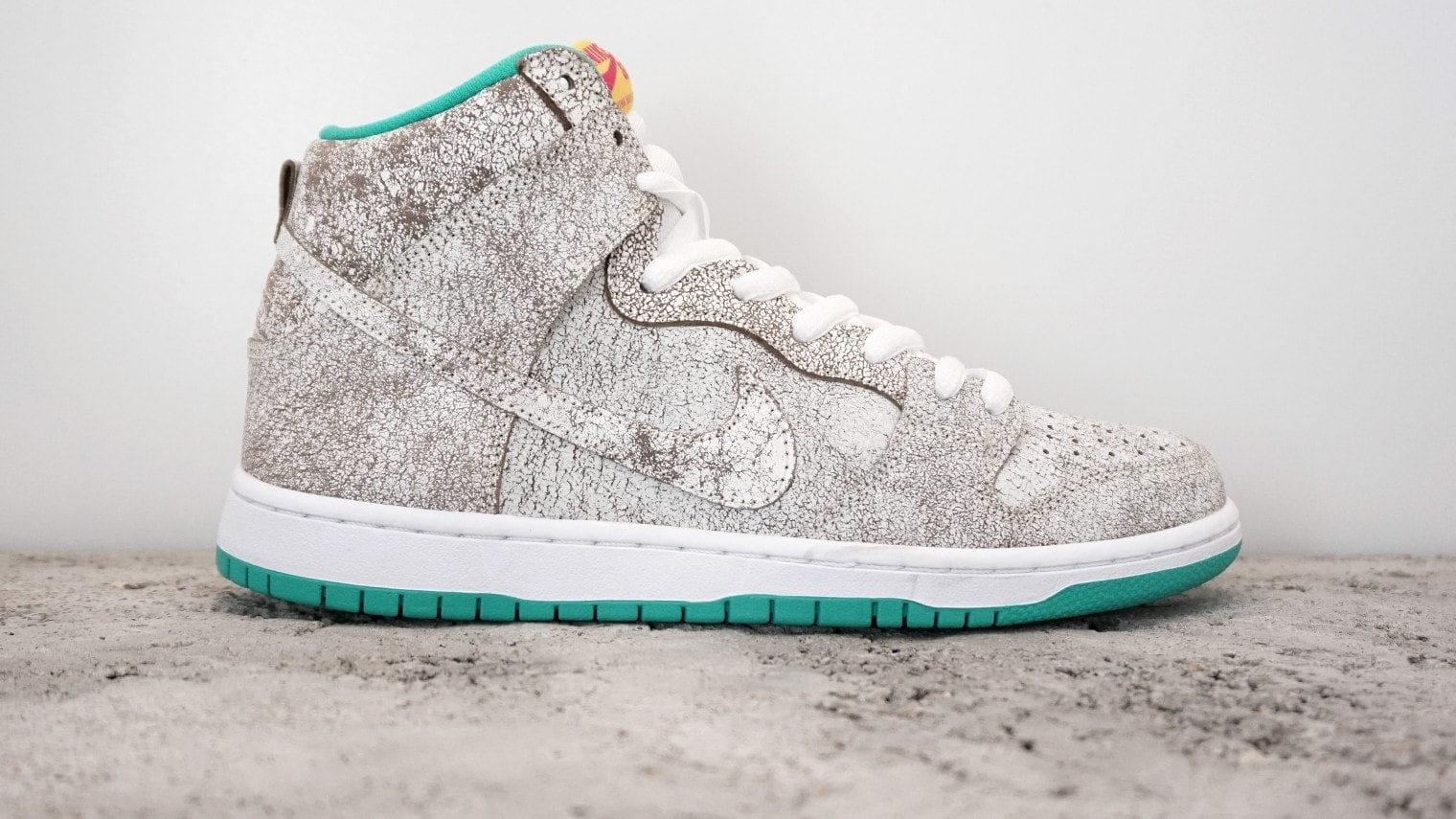 best website 776da 81e24 ... czech sb dunk high prm flamingo restock via nike justfreshkicks 52051  d0880