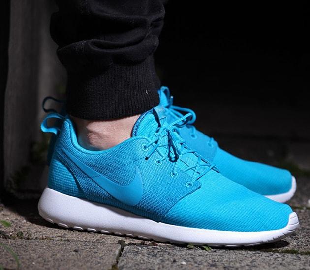 Nike Roshe Courir Lagon Bleu Sur Les Pieds 4UXoByY4U