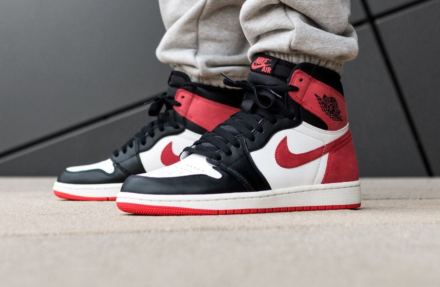 683f22eae1ff92 Air Jordan 1 Retro High OG
