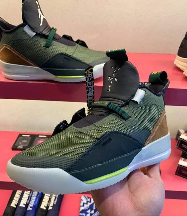 Travis Scott x Air Jordan 33