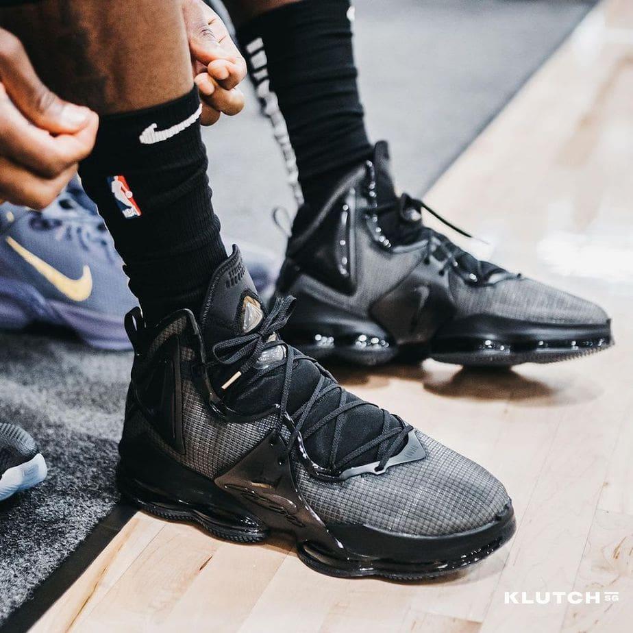 LeBron Shows Off a Black Nike Lebron 19 On Court